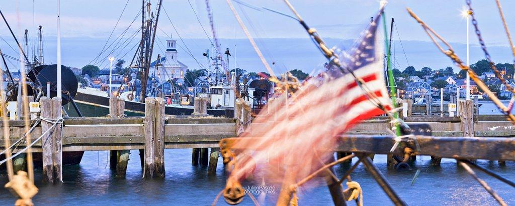 Port de Provincetown et drapeau américain